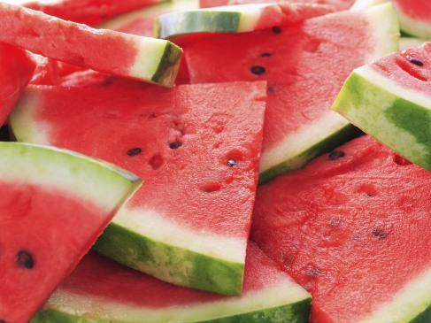 this SCREAMS summer to me! i want the sun and the beach and the watermelon right MEOW!